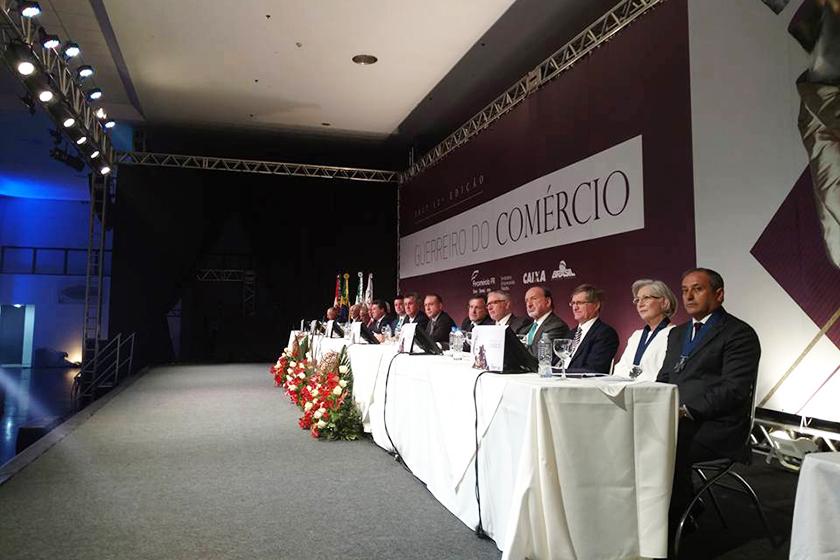 2cf1fc85b O Sistema Fecomércio/Sesc/Senac do Paraná homenageou o empresário Toninho  Espolador com o Troféu Guerreiro do Comércio 2017 e a Comenda Ordem do  Mérito do ...
